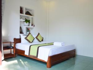 A bed or beds in a room at HaLo HomeStay