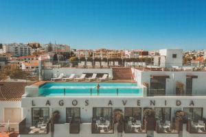 Lagos Avenida Hotelの敷地内または近くにあるプールの景色