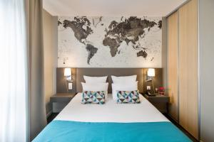 A bed or beds in a room at Appart'City Confort Le Bourget - Aéroport