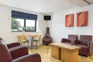 A seating area at Days Inn Corley - Nec (M6)