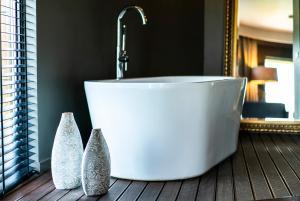 A bathroom at mOdus Hotel