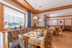 Restaurant ou autre lieu de restauration dans l'établissement Residence Trenker Luis