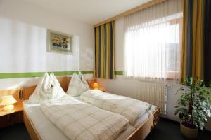 Een bed of bedden in een kamer bij Landhaus Heim