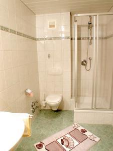Een badkamer bij Landhaus Heim
