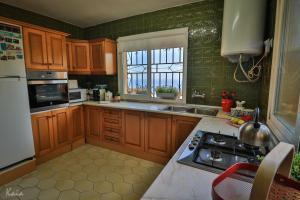 A kitchen or kitchenette at Villa La Tuna