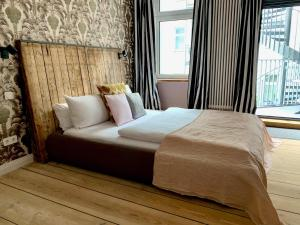 Ein Bett oder Betten in einem Zimmer der Unterkunft Brilliant Apartments