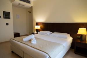 A bed or beds in a room at iH Hotels Roma La Mela