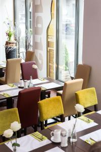 A restaurant or other place to eat at Hotel Cristal