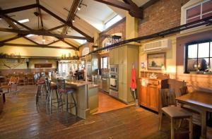 A restaurant or other place to eat at Riley's Railhouse Bed & Breakfast