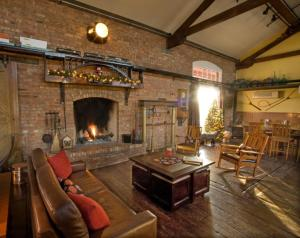 A seating area at Riley's Railhouse Bed & Breakfast