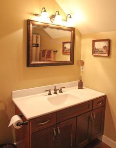 A bathroom at Riley's Railhouse Bed & Breakfast