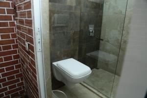 Um banheiro em Basharu resort