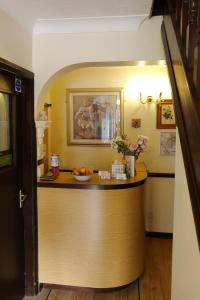 The lobby or reception area at Aylesbray Lodge