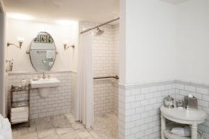 A bathroom at Woodstock Inn & Resort