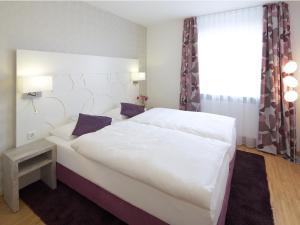 Ein Bett oder Betten in einem Zimmer der Unterkunft Hotel Karolinger Hof
