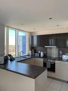 A kitchen or kitchenette at Hemel Hempstead Apartments