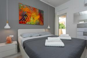 A bed or beds in a room at Brand New Apartment in Klimno