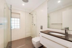A bathroom at Two Bedroom House in Bondi Junction