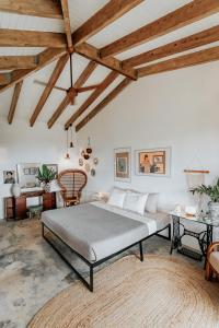 A bed or beds in a room at Finca Victoria