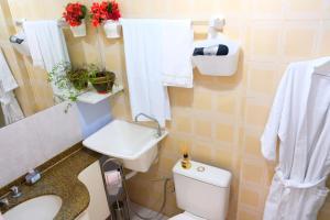A bathroom at Flor do Cerrado