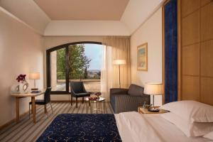מיטה או מיטות בחדר ב-מלון דן ירושלים