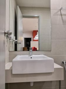 A bathroom at Strait Garden Suites X Ace Pro @ George Town