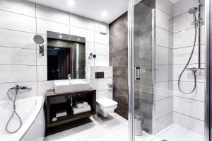 A bathroom at Hotel Konradówka