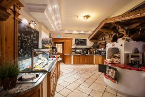A restaurant or other place to eat at Hotel Gasthof Perauer