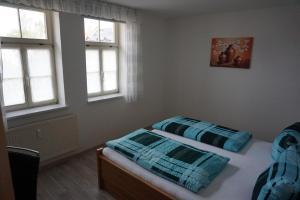 Ein Bett oder Betten in einem Zimmer der Unterkunft Ferienwohnung Ballstrasse 28