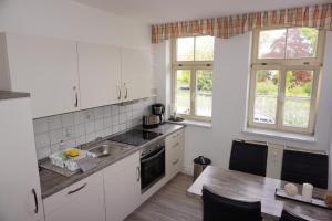 Küche/Küchenzeile in der Unterkunft Ferienwohnung Ballstrasse 28