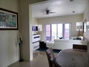 A seating area at Villa Indigo Sunny 1BR Apartment in Private Gated Estate