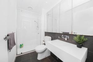 A bathroom at A Cozy CBD Suite Near Southern Cross + Pool & Gym