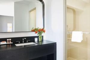A bathroom at Hotel Kabuki, a Joie de Vivre Hotel