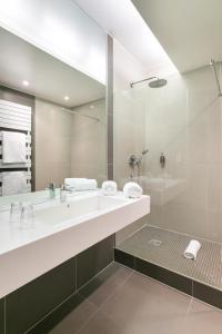 A bathroom at Hôtel de l'Europe by HappyCulture