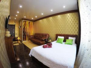 A bed or beds in a room at Apartment in Cheboksary city center