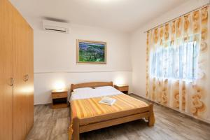 A bed or beds in a room at Apartment Ema