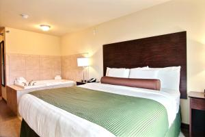 A bed or beds in a room at Cobblestone Hotel and Suites - Crookston