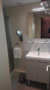 A bathroom at LE COR D'ARGENT