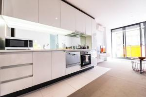 A kitchen or kitchenette at Contempo CBD Suites with Pool, Gym + FREE WiFi
