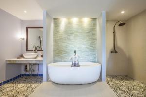 A bathroom at The Village Coconut Island Beach Resort