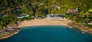 Een luchtfoto van The Tongsai Bay