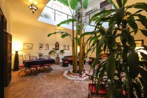Restaurant ou autre lieu de restauration dans l'établissement Riad Marhbabikoum
