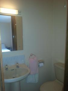 A bathroom at Aran View - Radharc Arainn B&B