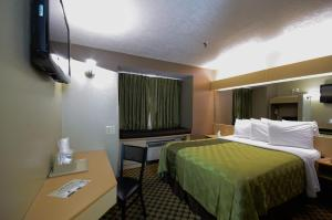 A bed or beds in a room at Desert Inn