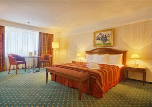 A bed or beds in a room at Hotel Korston Royal Kazan