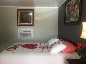 A bed or beds in a room at Texana Inn
