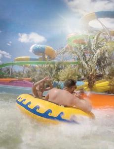 Parque aquático na casa de temporada ou nos arredores