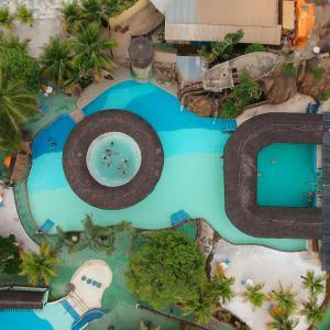 Uma vista da piscina em Casas Da Vó Maria ou nos arredores