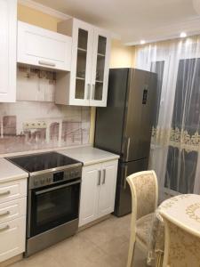 A kitchen or kitchenette at Nano-Lux Apartment