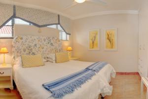 A bed or beds in a room at Makarios On Sea